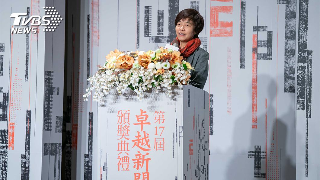 TVBS新聞部執行副總監王結玲發表得獎感言。