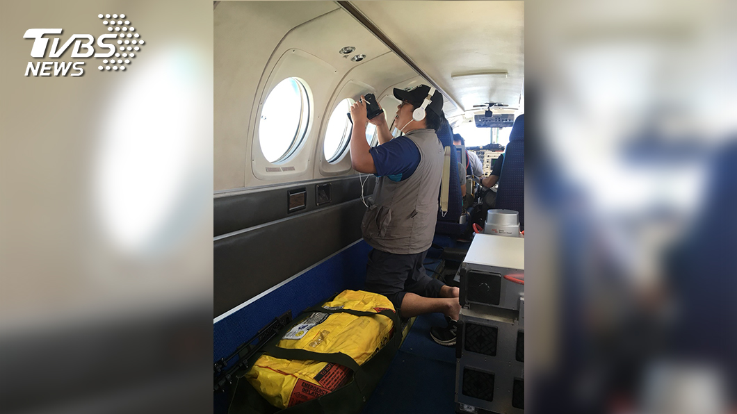 TVBS林上筠、張鎮安搭乘機齡40年的飛機上空紀錄山區現況。