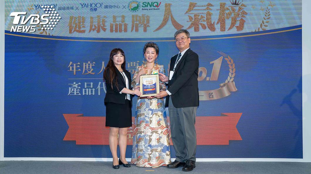 圖/TVBS 藍心湄代言《享食尚滴雞精》獲人氣保健產品代言人奬