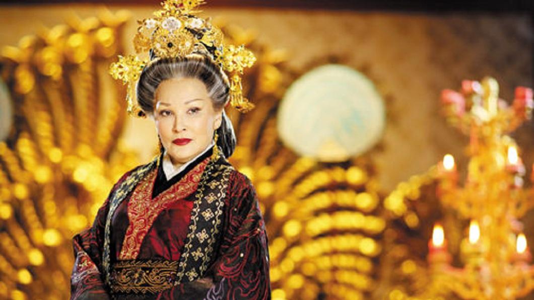 陳莎莉在不少古裝劇演出皇后、太后的角色,因此有了太后專業戶的封號。(圖/翻攝自微博)