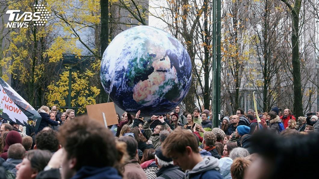 圖/達志影像路透社 數萬比利時民眾走上街頭 籲請政府對抗氣候變遷