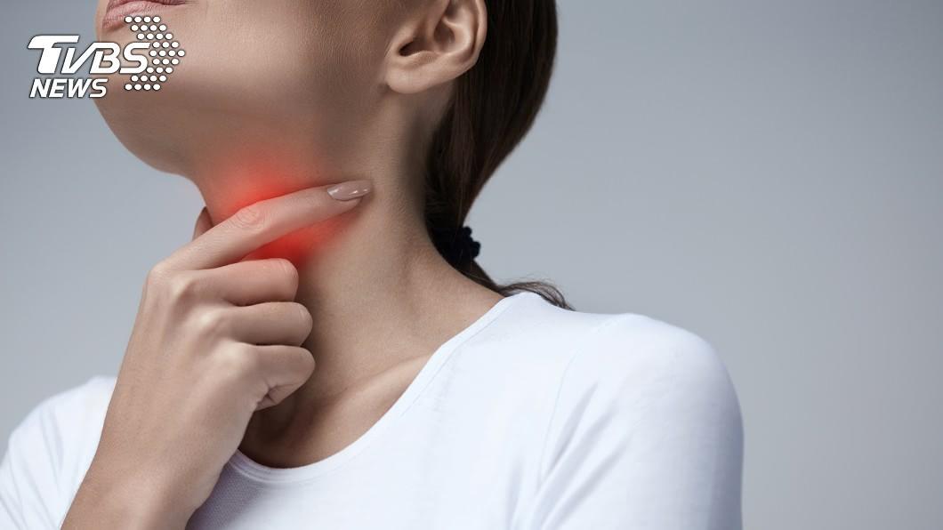 食道癌會引起喉嚨諸多不適。示意圖/TVBS 釀食道癌「5大奪命因子」 愛喝燙、吃重口味要當心!