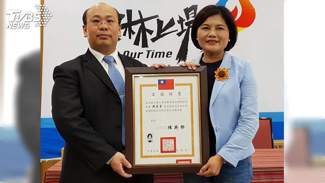 圖/中央社 獲頒當選證書 張麗善:承擔期待開創未來