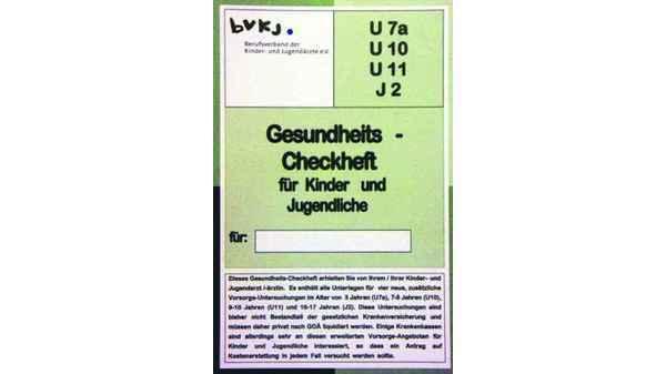 德國孩子成年前,有四次健檢,部分仍須自費,以小綠本健檢確認單為記錄,和健保全額付費的小黃本《健檢冊》做區隔。© Ulrich Schlueter