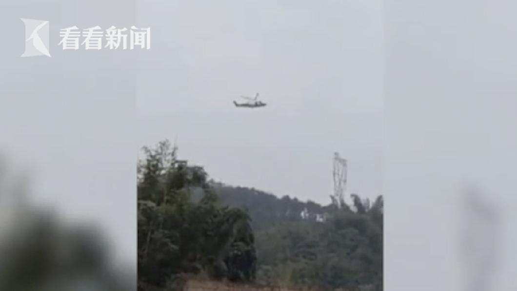 雞農指控,兇手是這架直升機。(圖/翻攝自看看新聞)