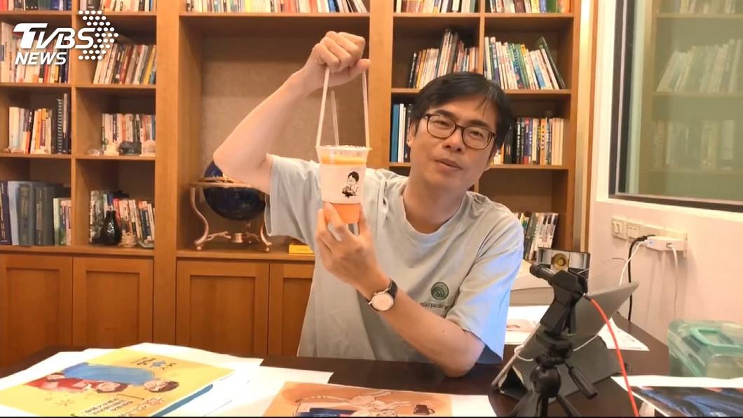 圖/TVBS 相約週六喝咖啡 陳其邁直播遭愛貓咬傷