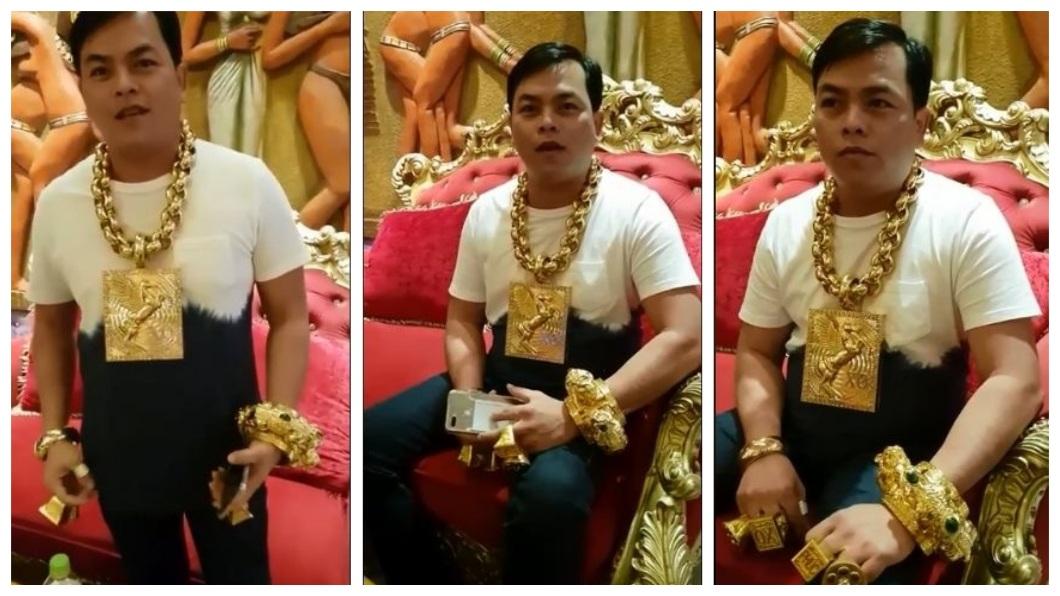 越南一名男子在網路上發表影片高調炫富,引發各界的熱議。(圖/翻攝自臉書) 就是要炫富!每天戴13公斤黃金 越南土豪不嫌重