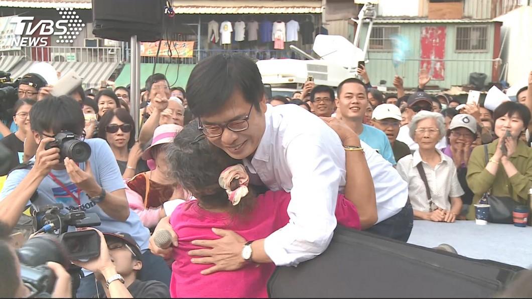 陳其邁舉辦「咖啡會」,吸引萬人到場。圖/TVBS