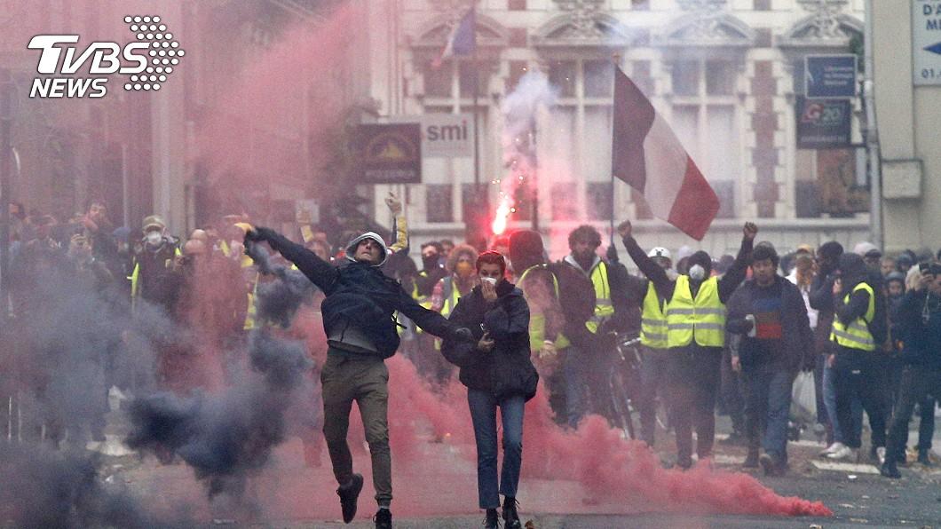 圖/達志影像美聯社 大家過得很辛苦!黃背心怒吼:不要小孩在這樣的法國長大