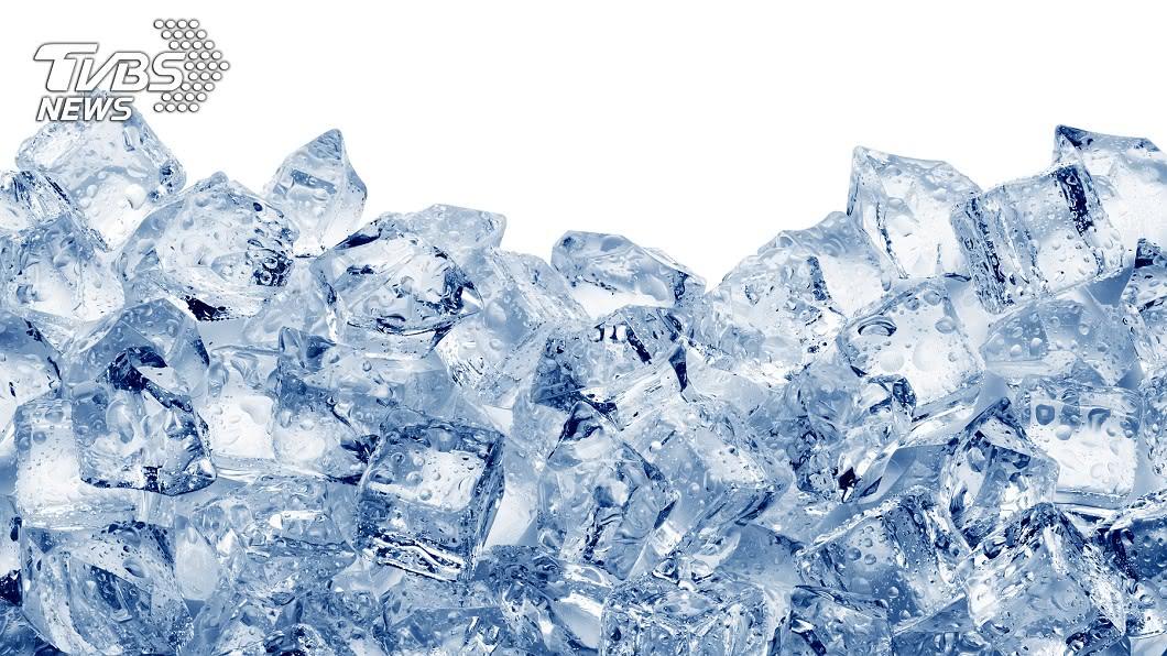 中醫師指出冰療法對人體有5大療效。示意圖/TVBS 誰說冰塊對身體不好? 快來看「冰療法」5大好處