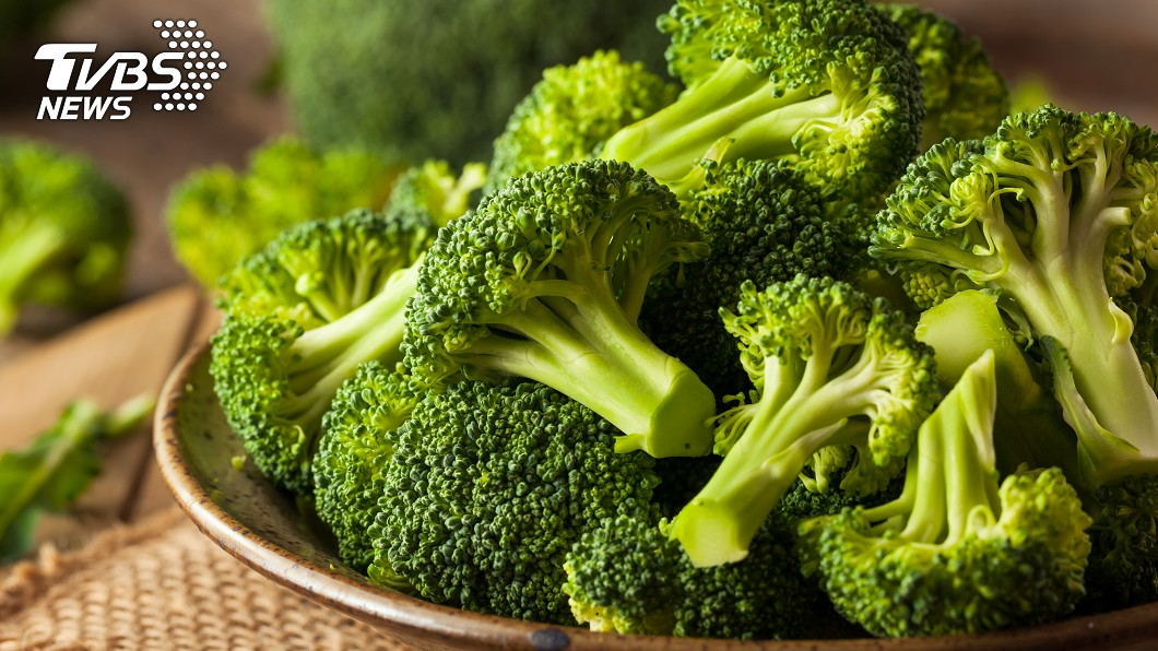 圖/TVBS 慎入!花椰菜「蟲超多」還排字 萬人喊讚:可以安心吃了
