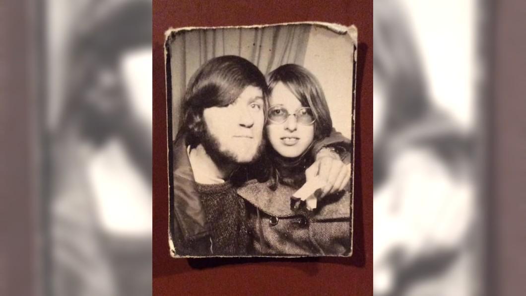 皮爾斯與薇琪當年的合照。圖/翻攝自 Adrian Mike Pearce