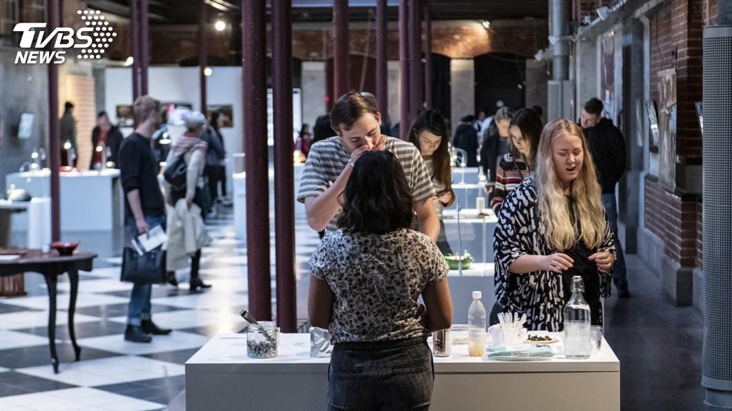 圖/達志影像美聯社 噁爛食物博物館洛城開幕 活蛆起士、蛾幼蟲啥都有