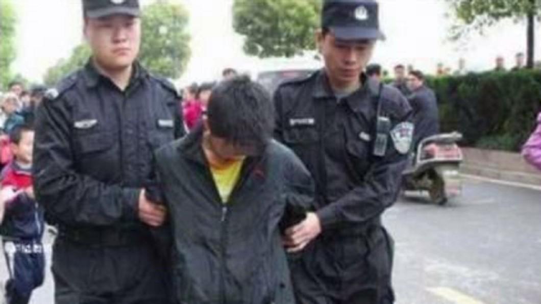 圖/翻攝微博 12歲男童狂砍20刀弑母 冷回「殺我媽又沒殺別人」