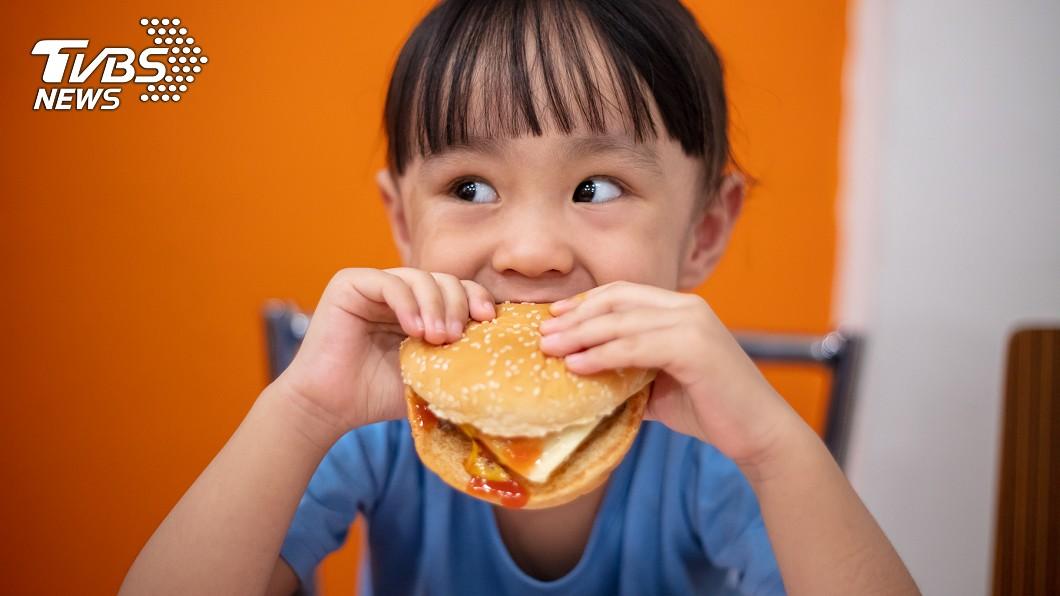 示意圖/TVBS 驚見女兒上學沿路丟早餐 父苦惱:怎麼教小孩?