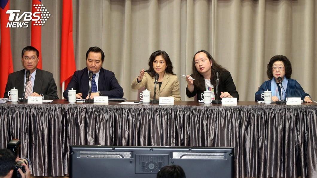 圖/中央社 假訊息首波修法未納社維法 政院:須進一步討論