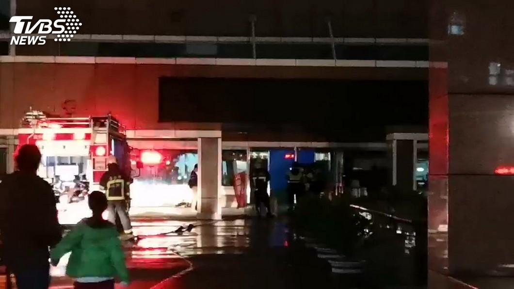 圖/TVBS 中央氣象局驚傳火警「機房冒煙」 消防隊搶救中