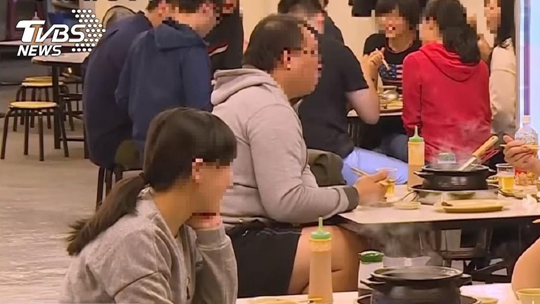 圖/TVBS資料照 小火鍋店愛用矮凳子 原因解密「30分鐘賺錢術」