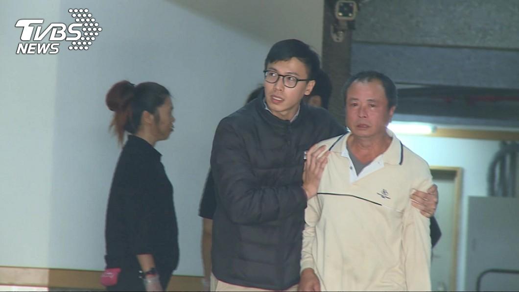 圖/TVBS資料畫面 孝子遭無照撞碎慘死 爸媽不忍杖棺…燒紙紮狗道別
