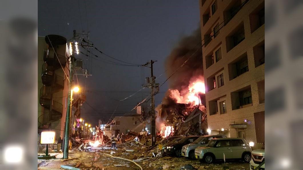 圖/翻攝自推特@ na 26104878 札幌居酒屋爆炸倒塌竄烈火 釀逾40傷