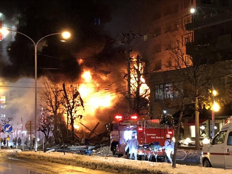 爆炸當下,居酒屋烈焰沖天。圖/翻攝自推特@JPNG5