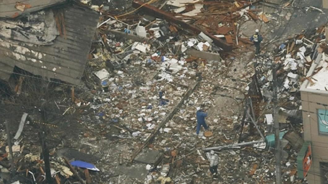 圖/中央社 札幌氣爆20人擠窗逃生 鄰居上百罐噴霧引爆炸