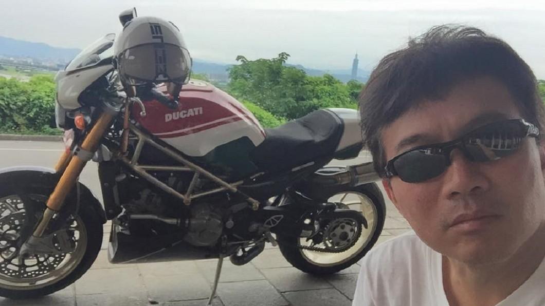 示意圖,非新聞指稱之摩托車。(圖/翻攝自孫鵬臉書) 孫鵬騎2輪載睡褲女 歸隊《國光》主持因子生變?
