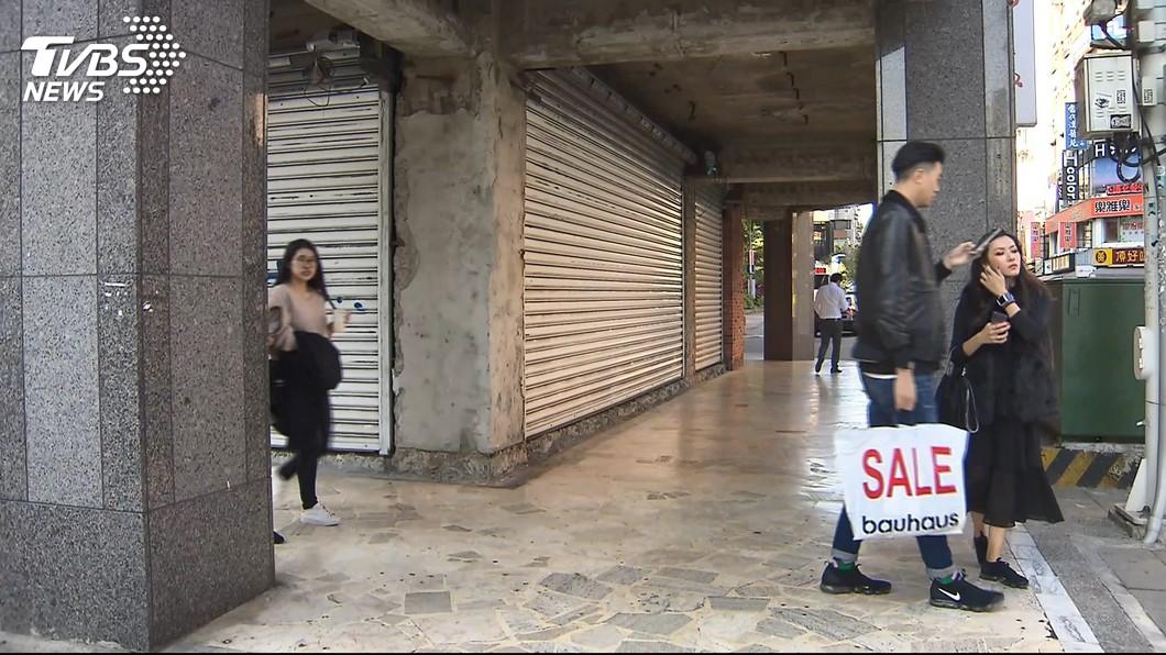 東區近年來許多店面拉下鐵門。示意圖/TVBS 租金標準亂玩壞東區? 房仲曝:同棟樓租金差7倍!
