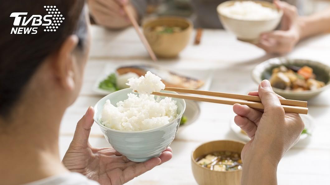 一個人的個性可以從吃飯習慣看出。示意圖/TVBS 吃東西很快的人很自私!4種吃飯習慣 秒懂你朋友...
