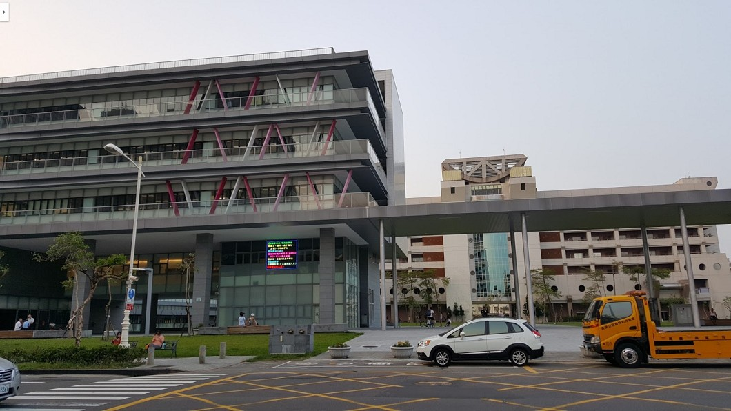鳳山行政中心。圖/翻攝自 Google Map