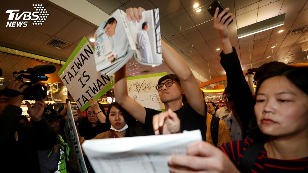 圖/中央社 獨派青年機場抗議 周波取消感言發表