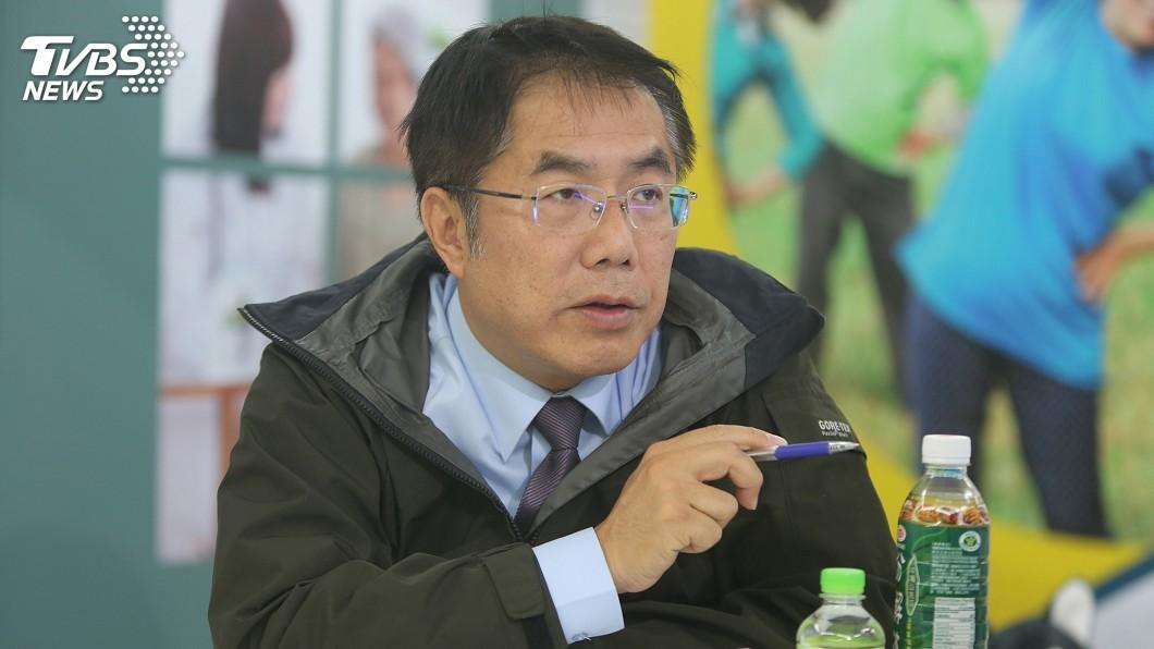 圖/TVBS 黃偉哲巧遇陸商 酒商:已向韓國瑜採購5貨櫃鳳梨
