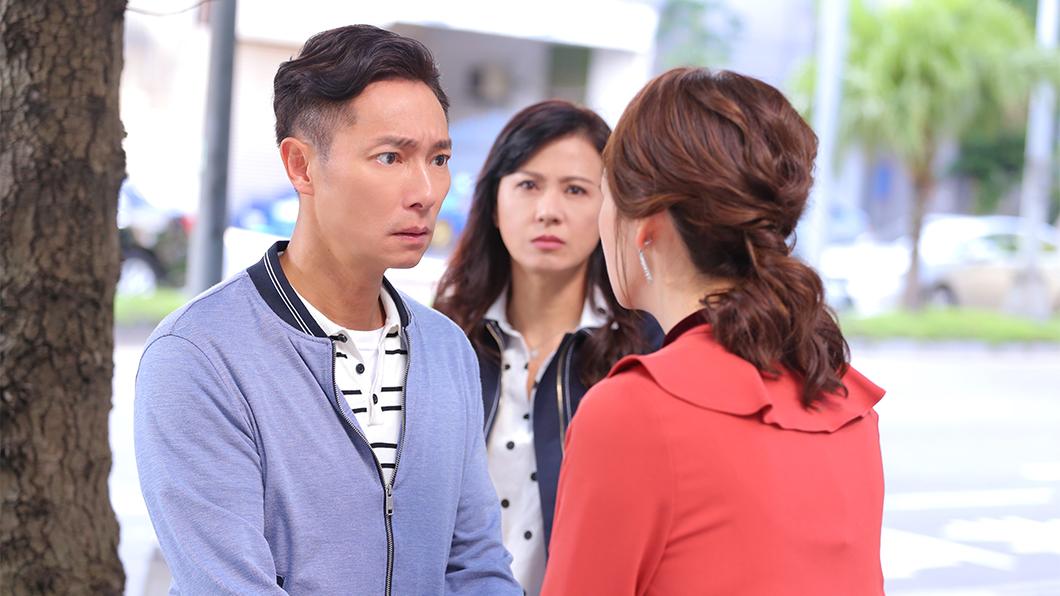 謝祖武(左)在劇中只記得「初戀情人」潘慧如(右),忘記「老婆」涂善妮(中)。圖/TVBS