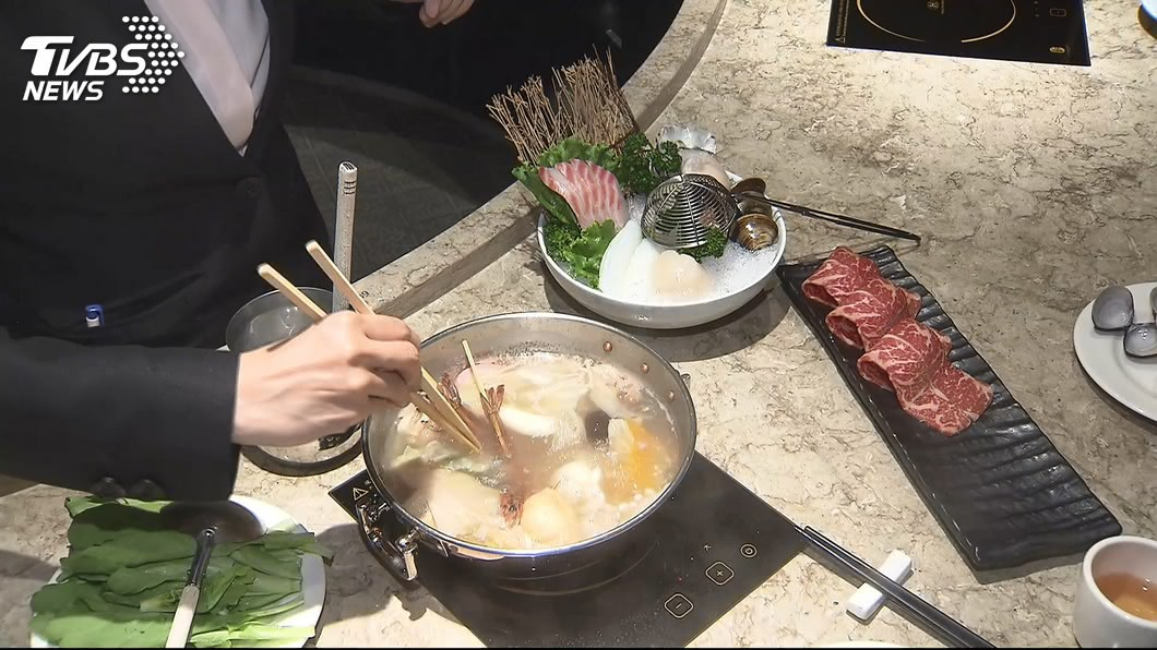 美食家蔡瀾點名,火鍋是最沒文化的料理。示意圖/TVBS資料畫面 世上哪道料理該被消滅?美食家點名「火鍋最沒文化」