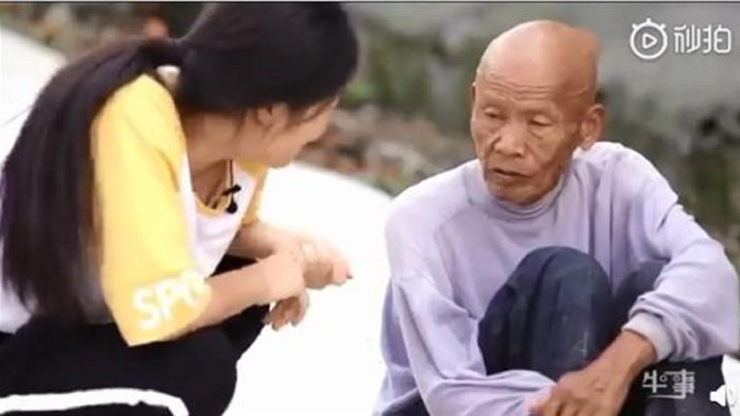 圖/翻攝自 微博 拾荒翁22年前撿棄嬰咬牙養大 臨終前想看她出嫁