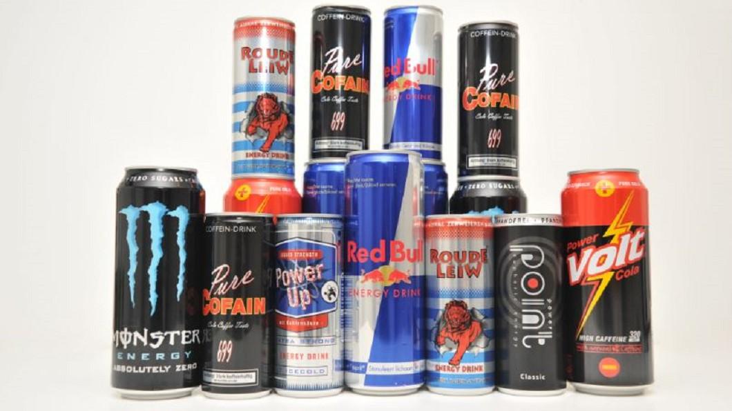 飲用過多能量飲料,會造成心臟、肝臟的負擔。圖/達志影像美聯社 能量飲料提神? 專家揭:飲用過量恐出問題
