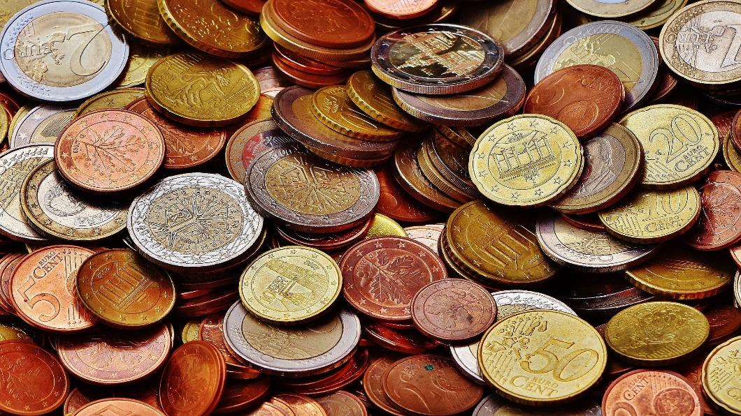 圖/翻攝自Pixabay 89萬欠款全硬幣!他拖1.2噸求20行員加班一週幫算