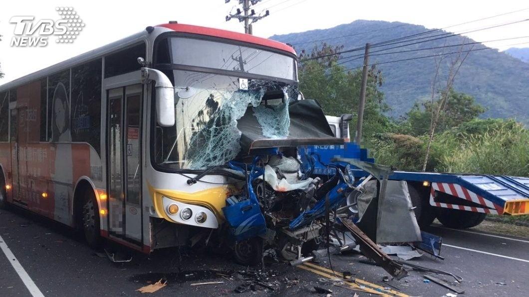 圖/TVBS 巧合!同地點2度車禍 貨車逆撞變形駕駛慘死