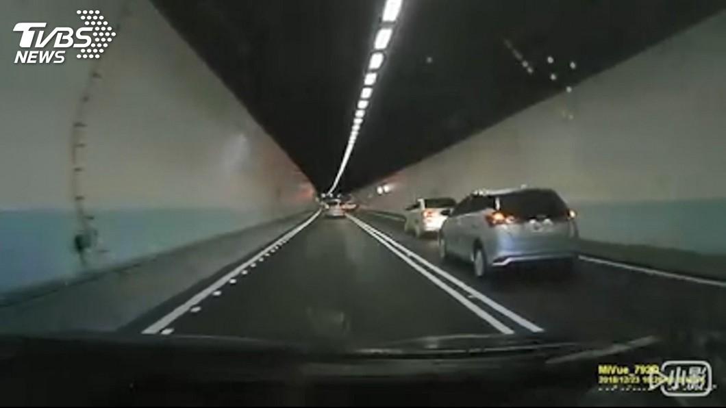 圖/TVBS 逼車、越線、開遠燈!雪隧危駕 恐連續開罰