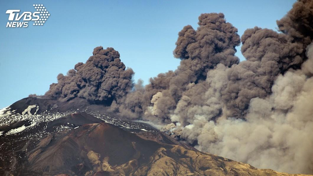 圖/達志影像美聯社 義大利埃特納火山噴發 部分空域關閉