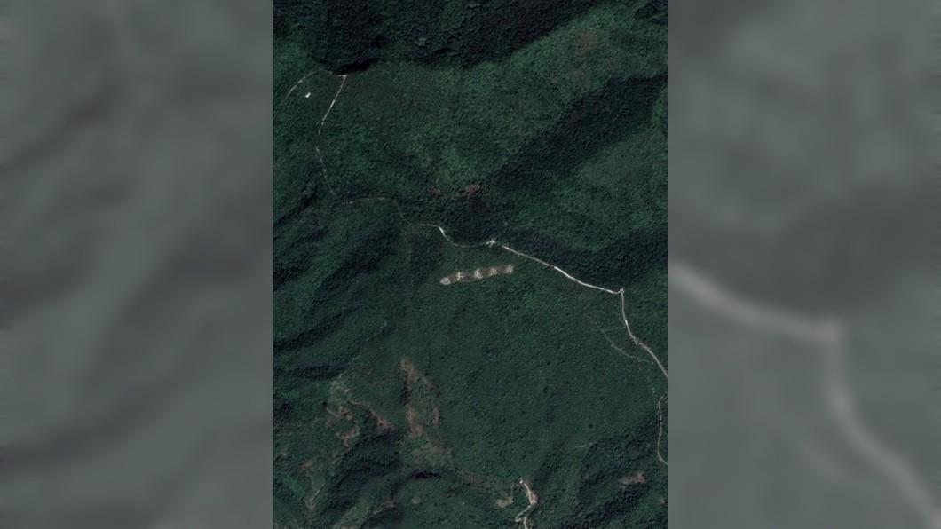 網友半夜驚見Google地圖上的長城下方竟有寫字。圖/爆料公社 他本想欣賞長城風景 意外發現「超狂5字」在地圖上