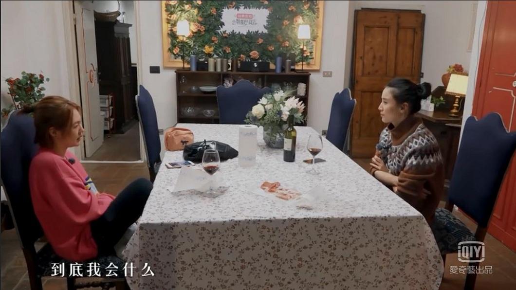 小S在接受宋佳訪問時自問:到底我會什麼?(圖/翻攝自愛奇藝)