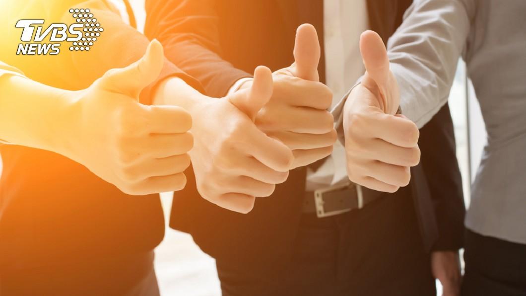 國外分析5種拇指形狀的人格特質。示意圖/TVBS 從「拇指形狀」看個性 原來完美主義者拇指長這樣!