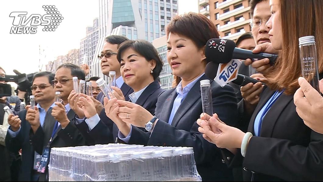 盧秀燕就職時曾發送「谷關空氣」。圖/TVBS 日本跟賣「平成時代的最後空氣」 盧秀燕笑:有先見之明