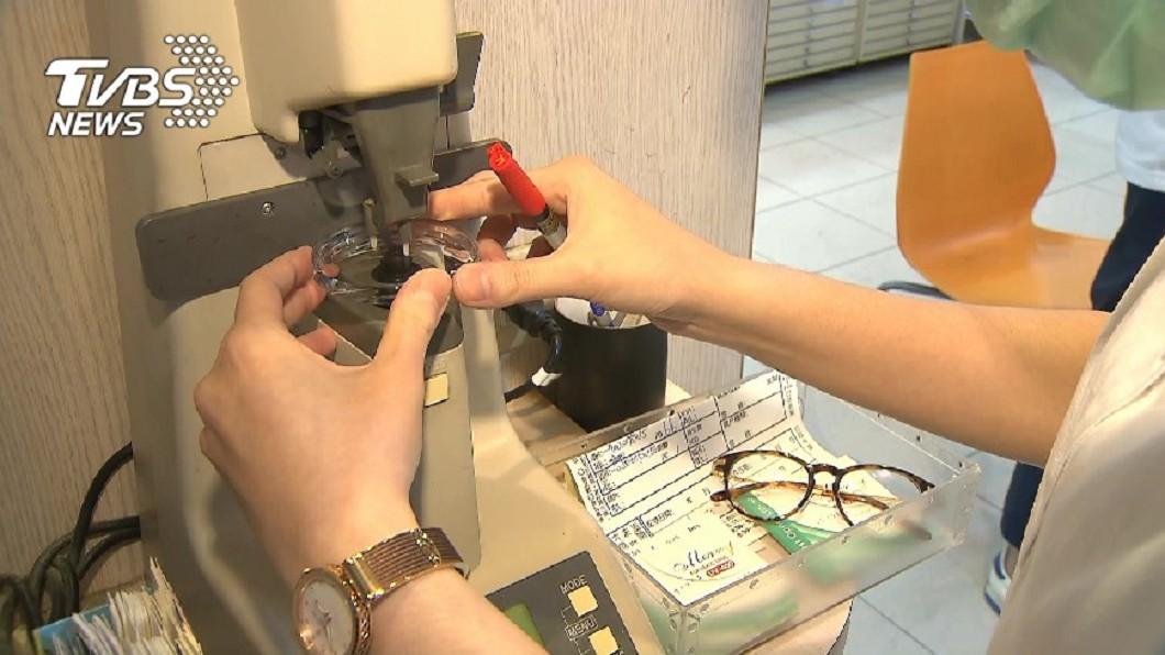 圖/TVBS 眼科診所兼賣眼鏡 銷售行為須繳稅並開發票