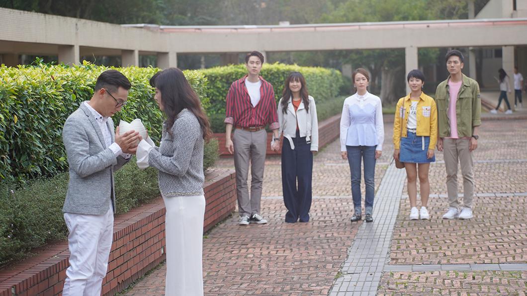 謝祖武(左起)、涂善妮、劉書宏、大元、潘慧如、王上菲、溫哲軒在大結局中相聚。圖/TVBS