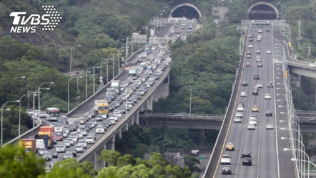 高公局預估元旦連假將出現塞車情況。圖/TVBS 4天連假!國道15路段恐塞爆 元旦0至10時免收費