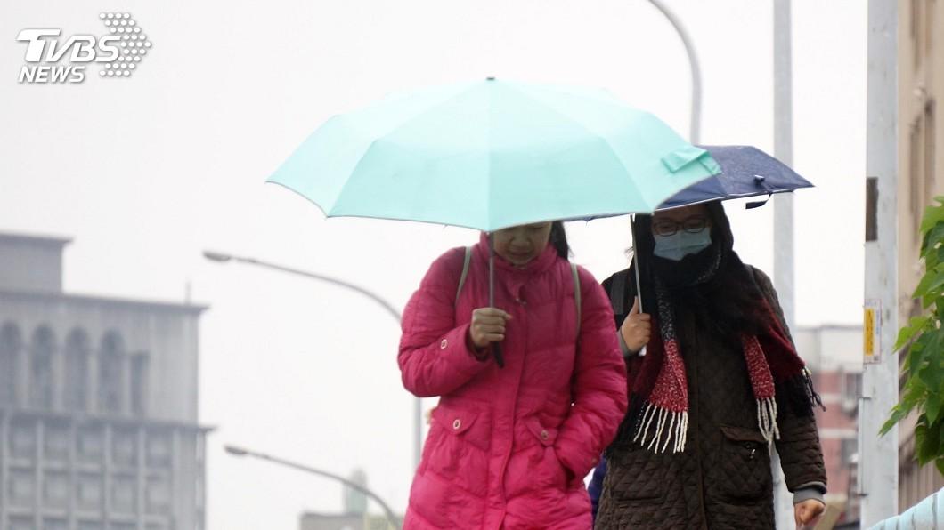 圖/中央社 好天氣跟著連假結束!北部雨連下3天 低溫探15度