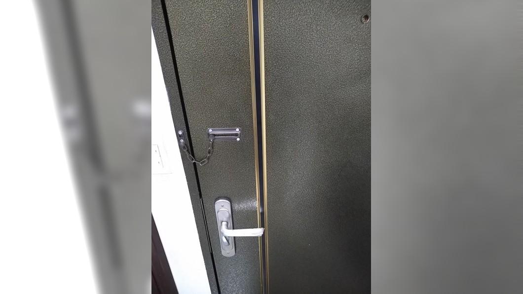 圖/翻攝自爆怨公社 扯!管理員突「持鑰匙」闖入 他嚇壞:上次從陽台進來
