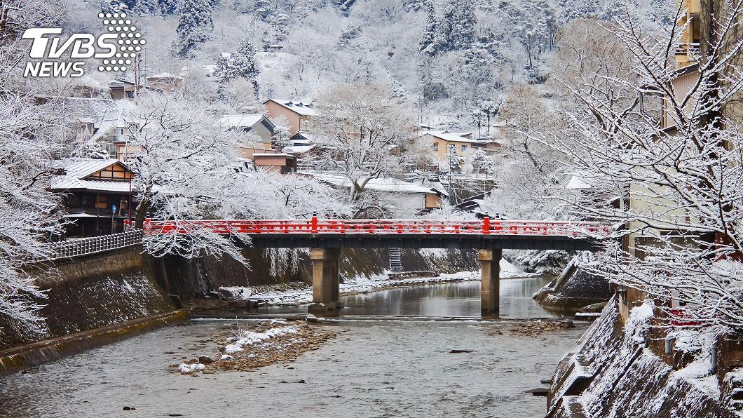 日本最近遭受冷氣團襲擊,許多地方都變成一片銀白色世界。示意圖/TVBS 變冰棒!媽媽日本旅遊洗兒子內褲 晾外面竟變又硬又挺
